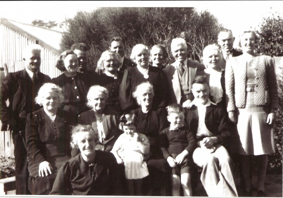 Tom-and-Ernest-White-family-after-mothers-funeral-Broadford-194