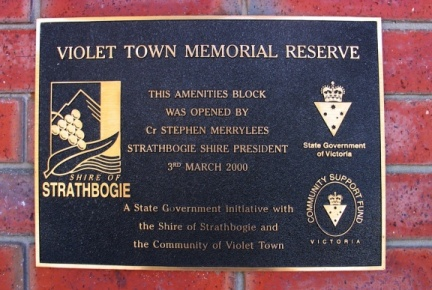Plaque at Violet Town Swimming Pool